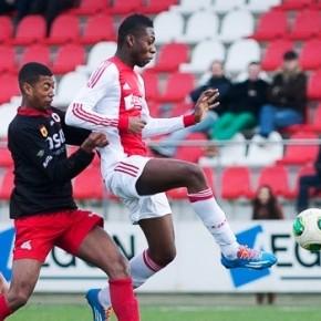 Timothy Fosu-Mensah en Daley Blind vertrekken richting Manchester United