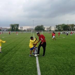 OSB sportklas 3 VMBO fluit het jaarlijkse basisschoolvoetbaltoernooi Zuidoost