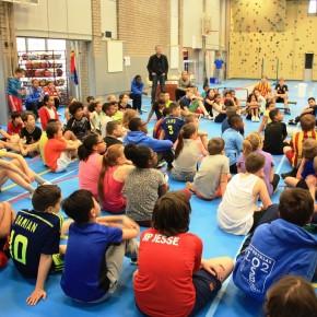 Vierde sportklas verzorgt sportdag voor basisschool