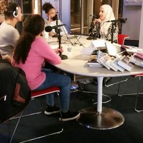 Jonge Jury leerlingen bij radio AmsterdamFM