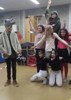 2016-kunstklas-voorstelling-kleuters-achthoek1a