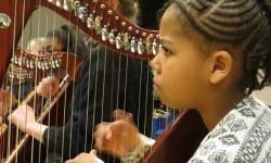 2017 OSB leerorkest harpiste1a